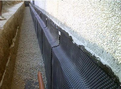 C mo hacer un drenaje en un muro for Huevera construccion precio